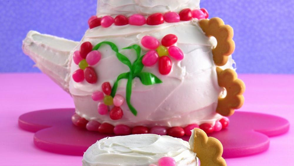 Teapot Cake with Tea-Cupcakes
