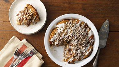 Cinnamon Roll Dutch Apple Pie
