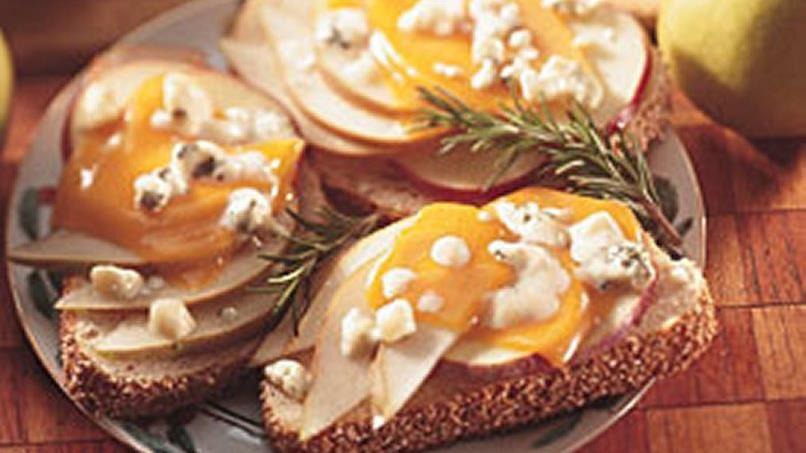 Fruited Gorgonzola and Cheddar Melts