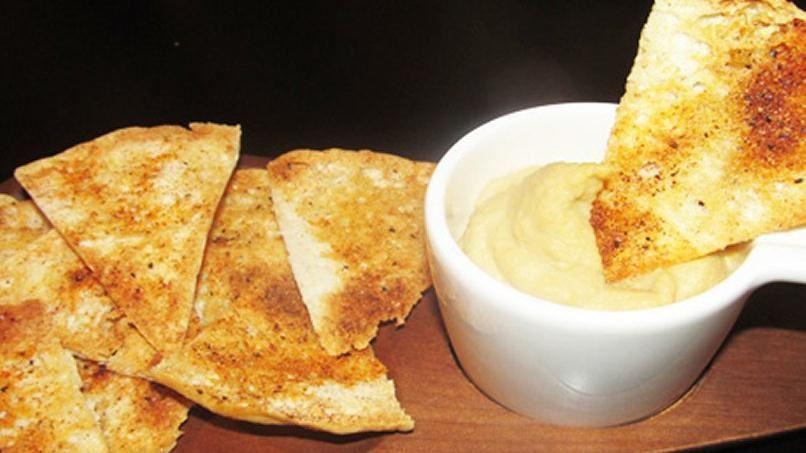 Chips de Pita y Hummus Caseros