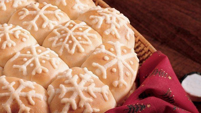 Easy Snowflake Buns