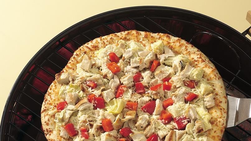 Grilled Chicken and Artichoke Pizza