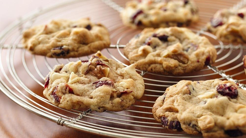 Yummy Cranberry-Walnut White Chocolate Cookies