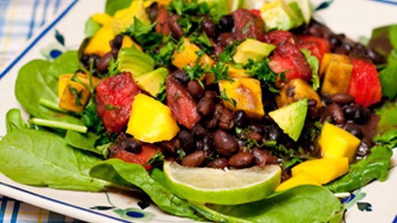 Ensalada de Frijoles Negros, Mango, Sandia y Aguacate