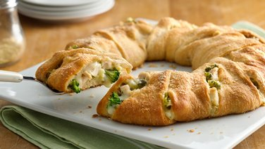 Cheesy Chicken and Broccoli Crescent Ring