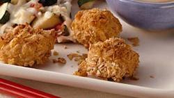 Crunchy Chicken Chunks with Thai Peanut Sauce