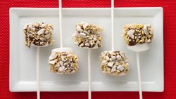 Muddy Buddies® Hazelnut Peppermint Pops