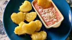 Trocitos de Piña con Salsa de Cereza y Coco