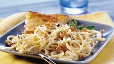 Gorgonzola Linguine with Toasted Walnuts