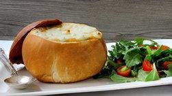Crema de Enchilada de Pollo en Bol de Pan