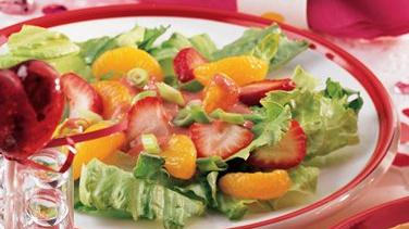 Fruity Green Salad with Strawberry Vinaigrette