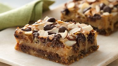 Chewy Chocolate Chip-Almond Bars