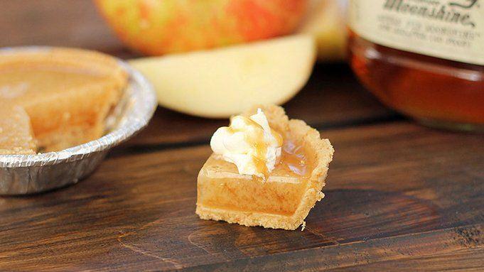 Caramel Apple Pie Moonshine Jelly Shots