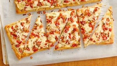 Pepper Jack-Salsa Flatbread with an Italian Twist