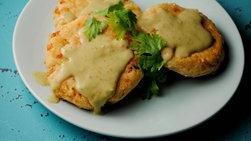 Pastelitos de Maíz con Salsa de Tomatillo y Aguacate