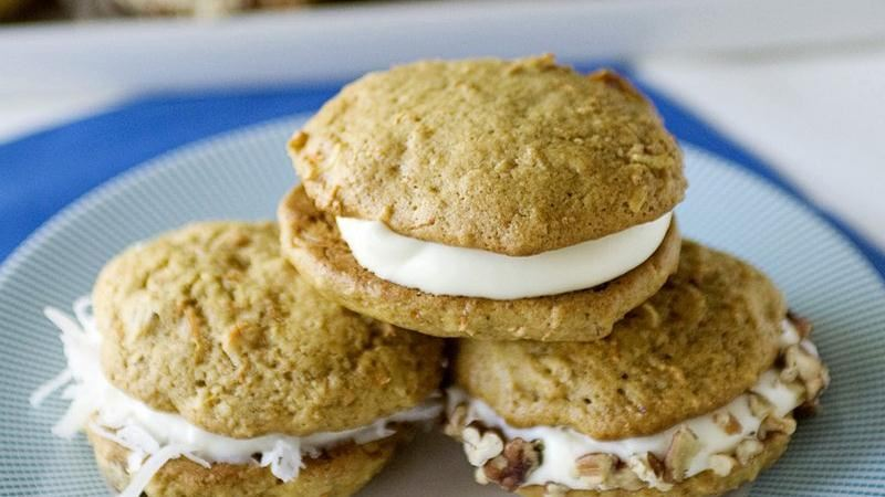 Carrot Cake Whoopie Pies recipe from Betty Crocker