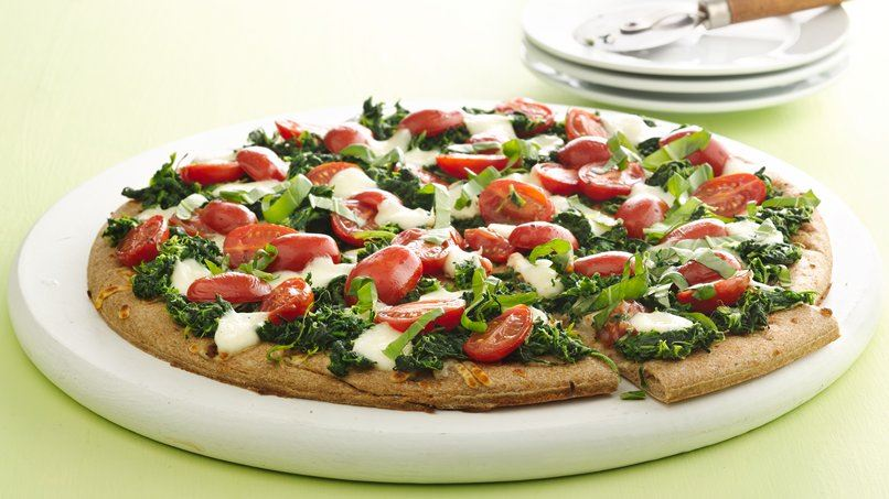 Spinach and Marinated Tomato Pizza