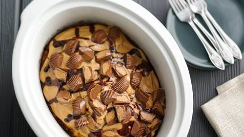 Slow-Cooker Peanut Butter Cup Swirl Cake
