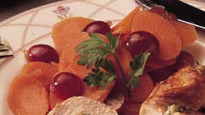 Tangy Carrots with Grapes