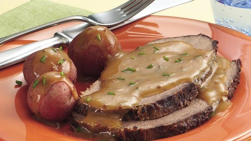 Slow-Cooker Bavarian Beef Roast with  Gravy