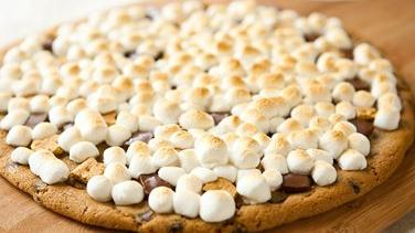 Grilled Chocolate Chip S'more Pizza
