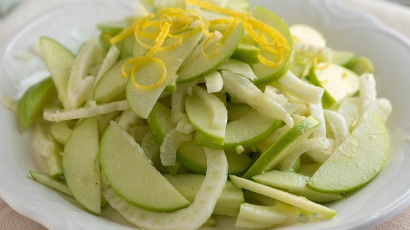 Tangy Apple Fennel Slaw
