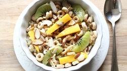 Cheerios™ en Salsa de Caramelo con Mango y Kiwi