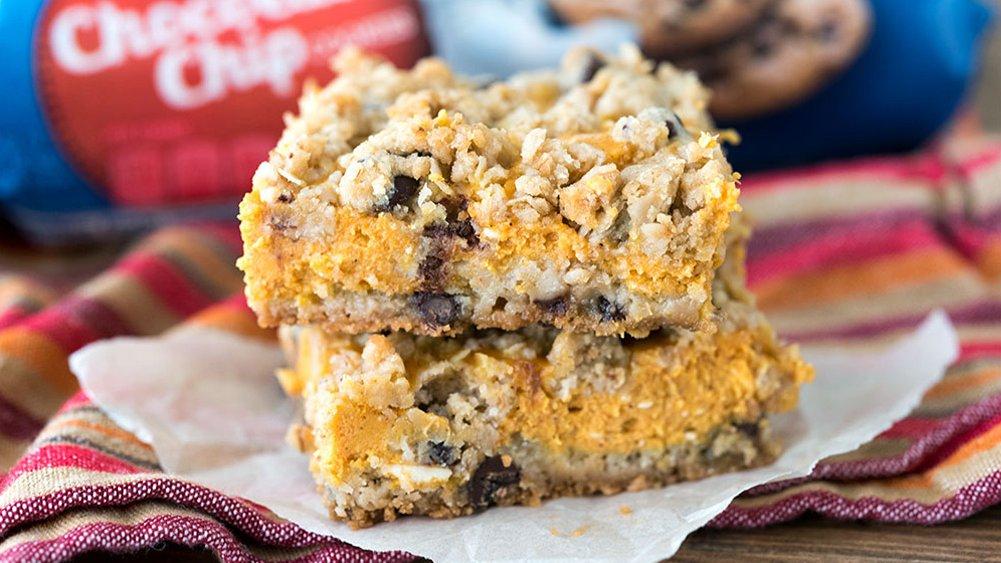 Pumpkin-Cheesecake Streusel Bars