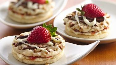 Strawberries & Cream Sugar Cookie Sandwiches