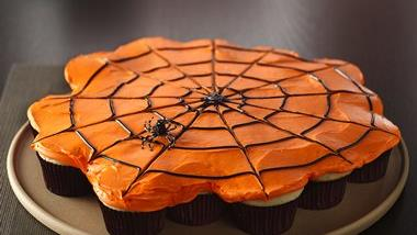 Pull-Apart Spiderweb Cupcakes