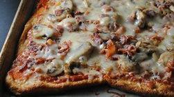 Pizza de Tres Quesos, Tocino y Champiñones