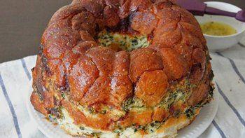 Cheesy Spinach Dip Monkey Bread