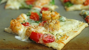 Garlic-Shrimp Alfredo Pizza