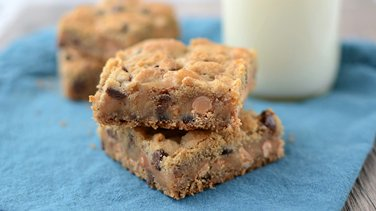 Chocolate Chip Cookie Gooey Bars
