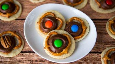 Caramel and Pretzel Cookies
