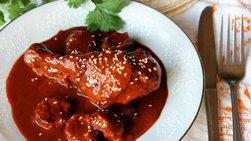 Pollo con Mole y Cazuelitas de Masa