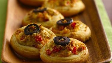 Cheesy Artichoke Crostini