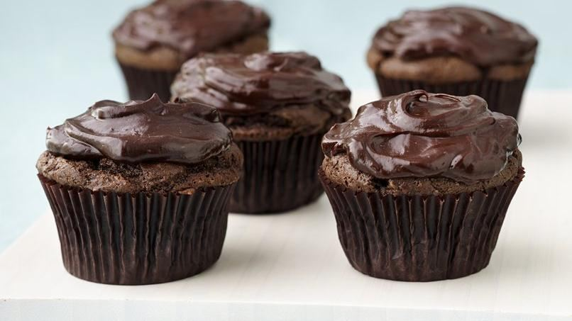 Vegan Chocolate Avocado Cupcakes | QueRicaVida