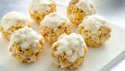 Muddy Buddies® Snickerdoodle Snowballs