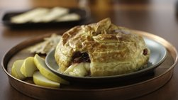 Brie in Puff Pastry with Cranberry Sauce