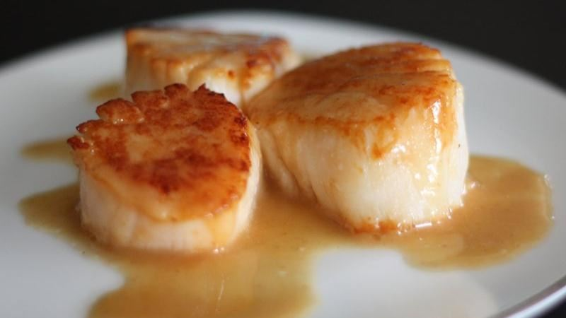Seared Scallops with Garlic Beurre Blanc