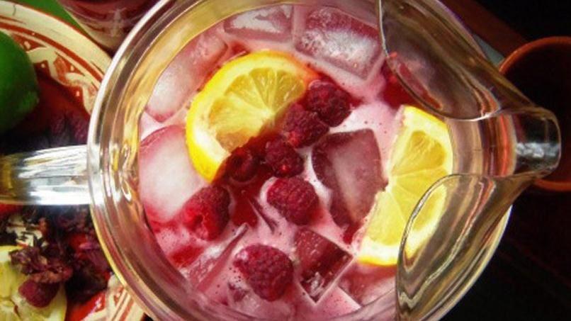 Raspberry Hibiscus Agua Fresca | QueRicaVida