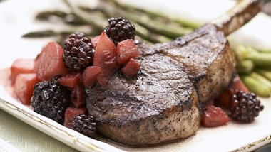 Skinny Lamb Chops with Blackberry-Red Wine Sauce