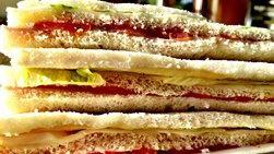 Sándwiches de Miga de Aguacate y Tomate