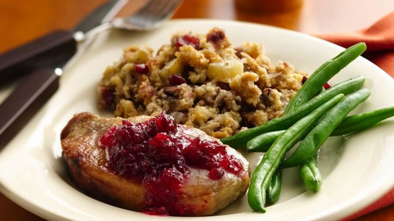 Slow-Cooker Pork Chops with Cranberry-Cornbread Stuffing