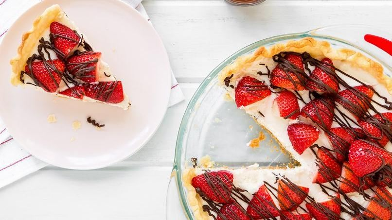 White chocolate pie with strawberries for White chocolate and strawberry tart