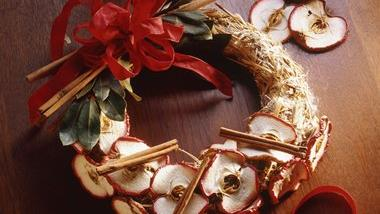 Cinnamon-Apple Wreath
