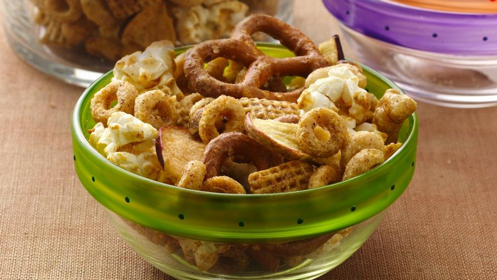 Banana-Cinnamon Snack Mix