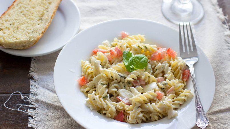 Creamy Lemon Caprese Pasta
