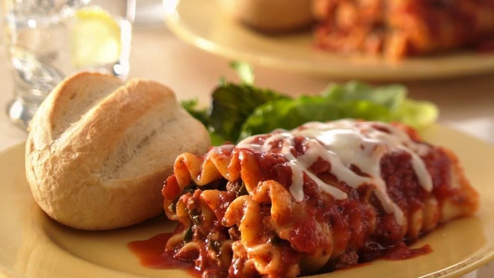 Spinach Lasagna Roll Ups With A Slow Simmered Meat Sauce ...